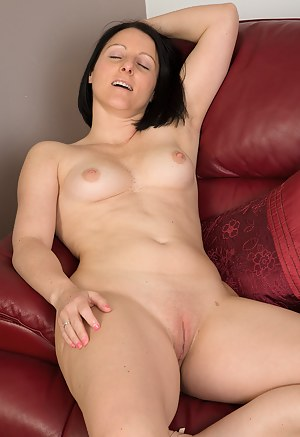 Free MILF Shaved Pussy Porn Galleries