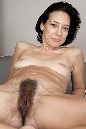Free Hairy MILF Pussy Porn Galleries
