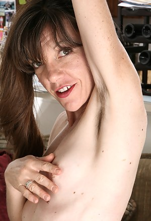 Free Hairy MILF Porn Galleries