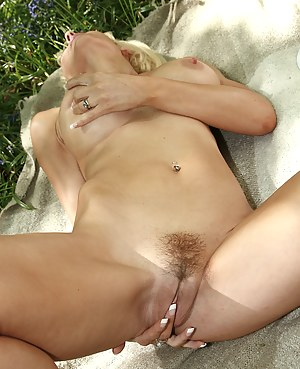 Free Tight MILF Pussy Porn Galleries