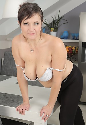 Free MILF Bra Porn Galleries