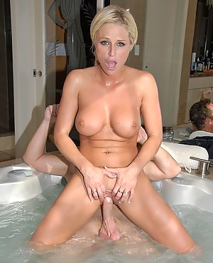 Free MILF Bathroom Porn Galleries